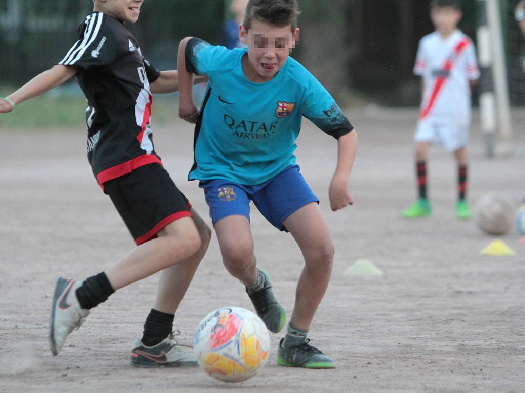 Los 60 Ninos Que Quieren Ser Famosos Jugando Al Futbol Elsol Com