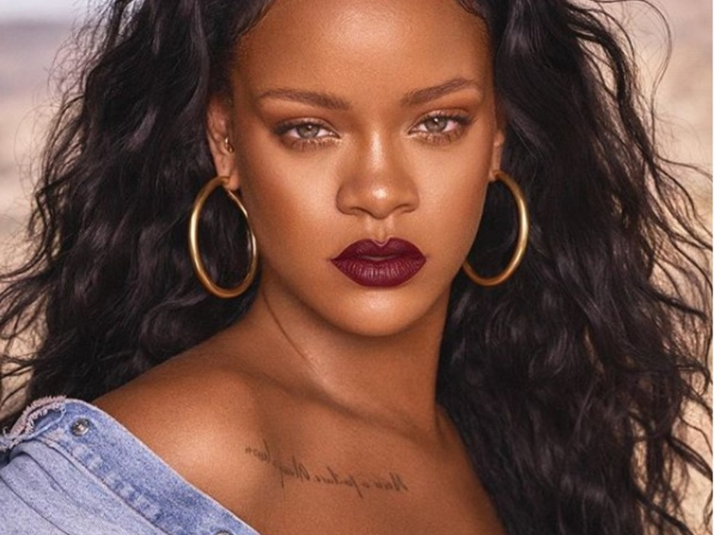 https://elsol-compress-release.s3-accelerate.amazonaws.com/images/large/1526148114226rihanna.jpg
