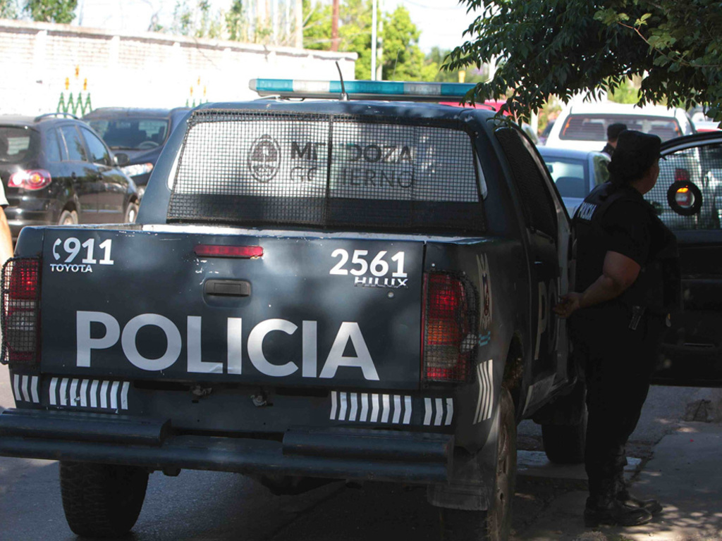 https://elsol-compress-release.s3-accelerate.amazonaws.com/images/large/1535647107006policia%20ilustra01.jpg
