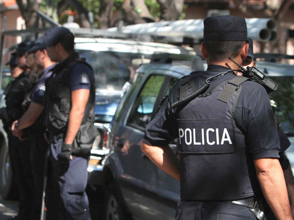 https://elsol-compress-release.s3-accelerate.amazonaws.com/images/large/1535647107008policia%20ilustra02.jpg
