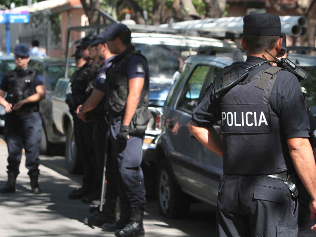 https://elsol-compress-release.s3-accelerate.amazonaws.com/images/large/15391751366721525194008452policia%2002.jpg