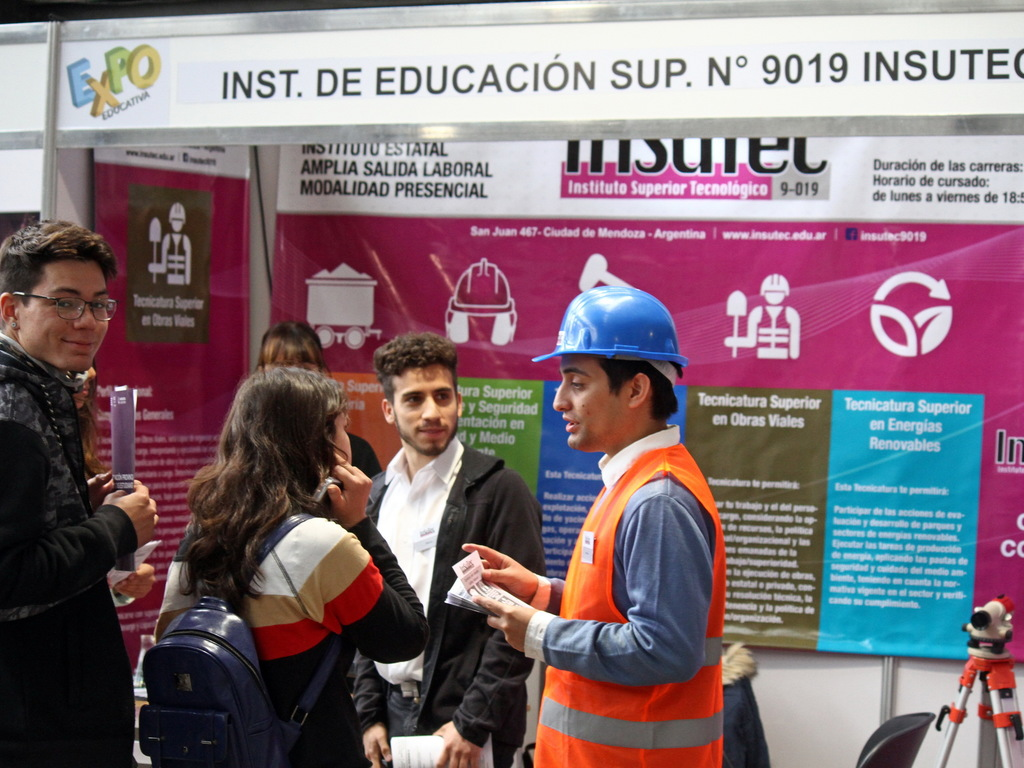 https://elsol-compress-release.s3-accelerate.amazonaws.com/images/large/1540395315654Feria%20educativa%202018%20-%20nave%20cultural%20(2).jpg