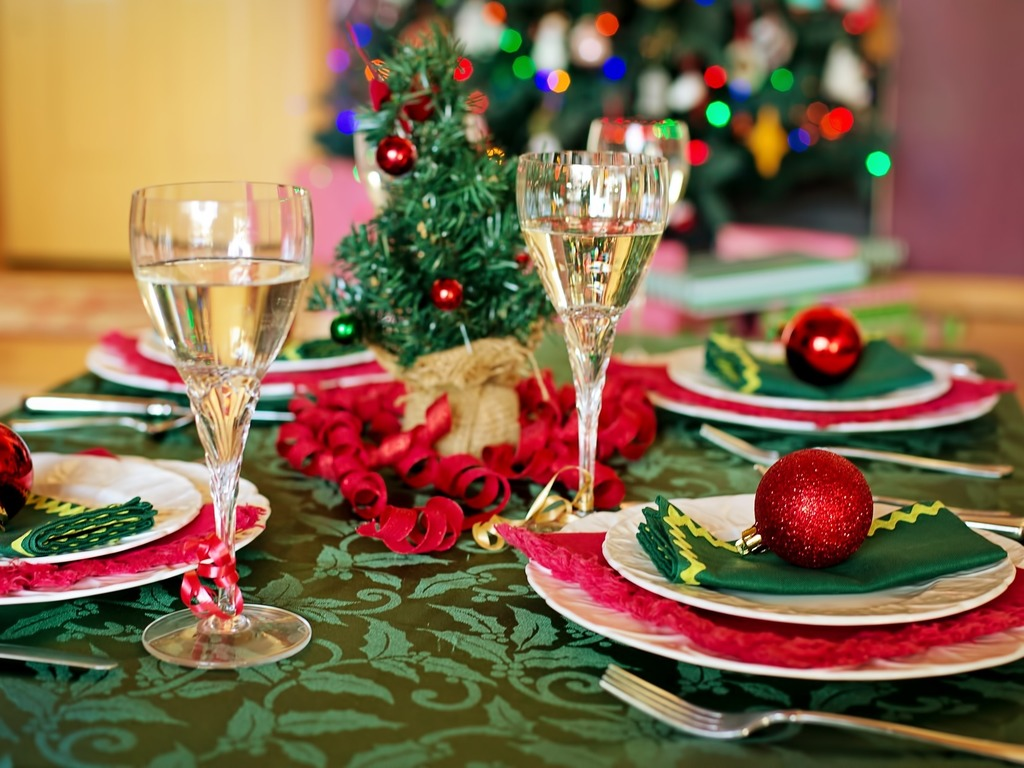 https://elsol-compress-release.s3-accelerate.amazonaws.com/images/large/1545235562169christmas-table-1909797_1920.jpg