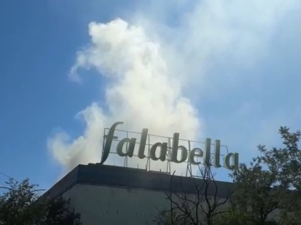 https://elsol-compress-release.s3-accelerate.amazonaws.com/images/large/1547219247138falabella-incendio.jpg