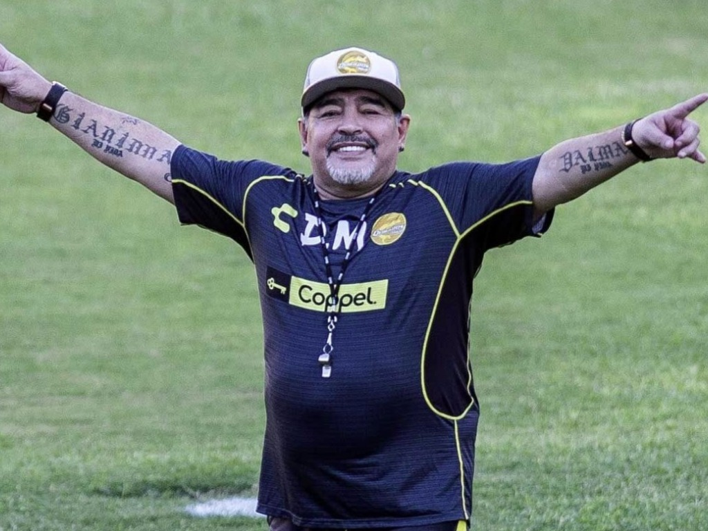 https://elsol-compress-release.s3-accelerate.amazonaws.com/images/large/1547763154045Maradona.jpg