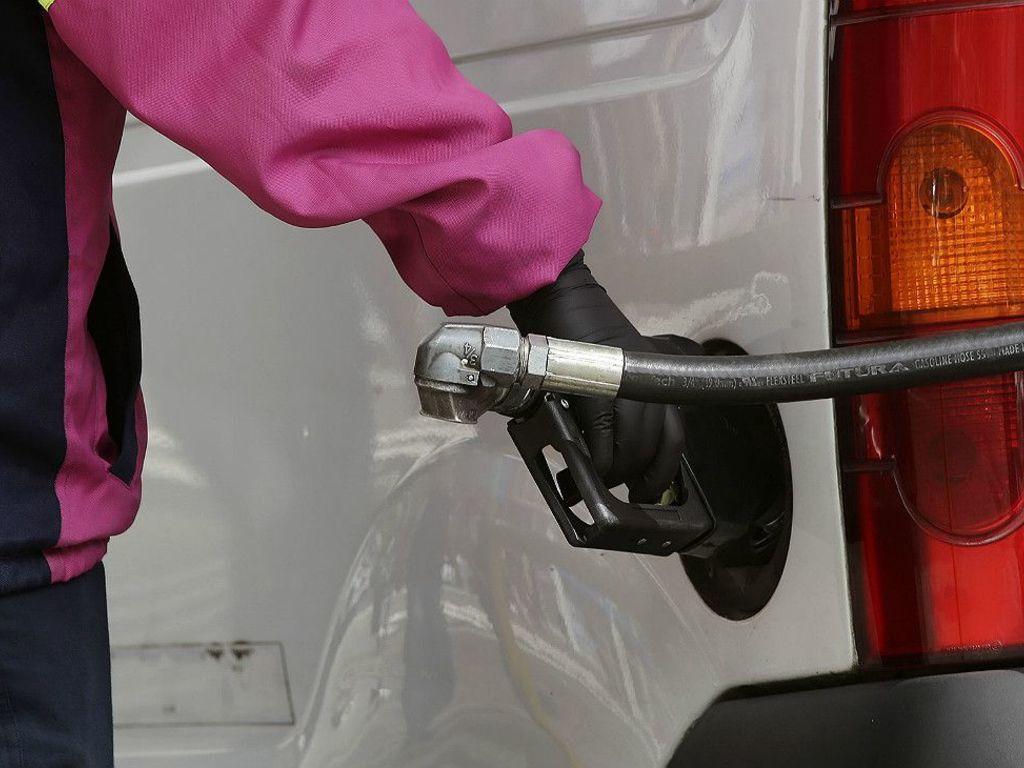 https://elsol-compress-release.s3-accelerate.amazonaws.com/images/large/1549538284517axion-bajo-sus-combustibles-los-precios-de-sus-combustibles-desde-medianoche-380154.jpg