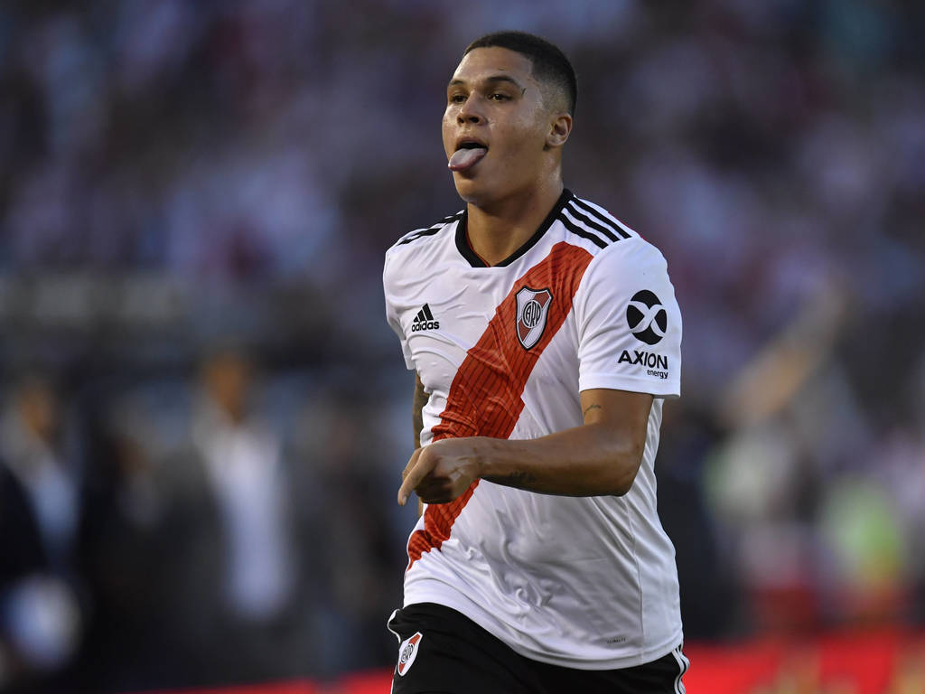 https://elsol-compress-release.s3-accelerate.amazonaws.com/images/large/154984332765610-02-2019_river_plate_con_gol_del.jpg