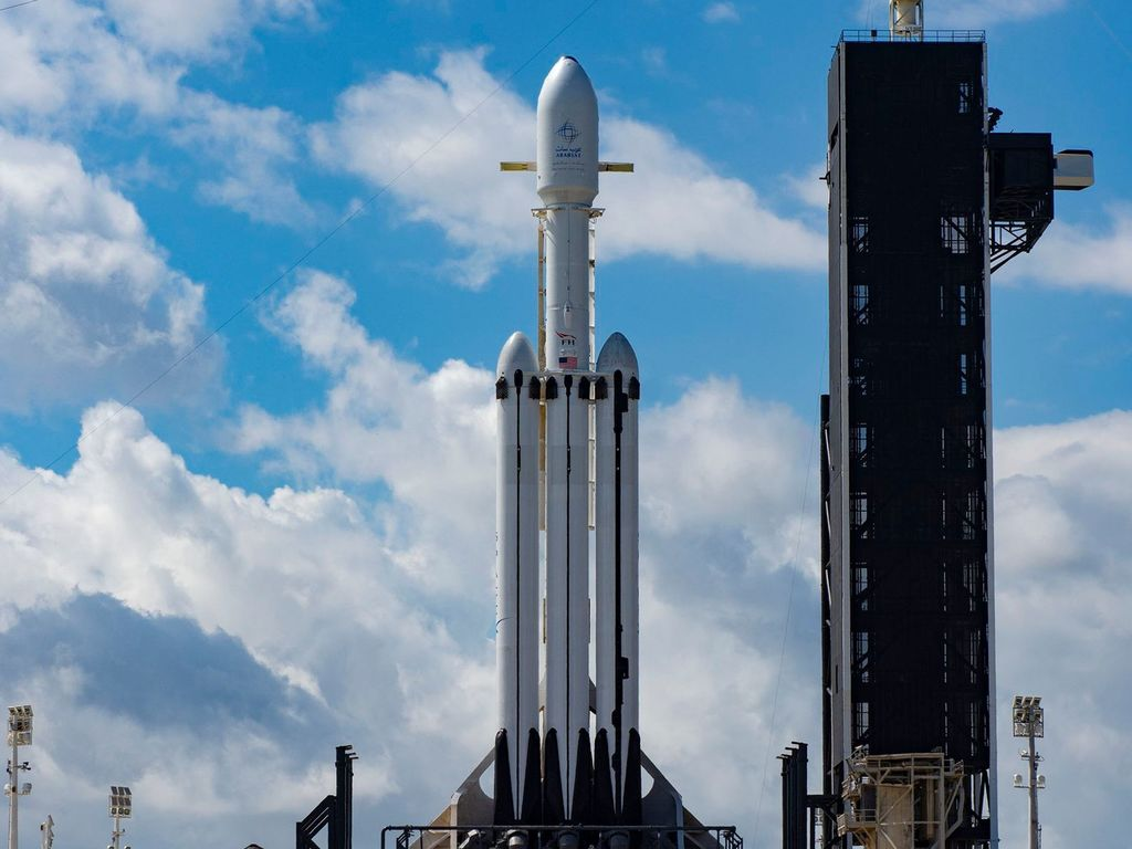 https://elsol-compress-release.s3-accelerate.amazonaws.com/images/large/1554994103735falcon%20heavy%20new%20launch.jpg