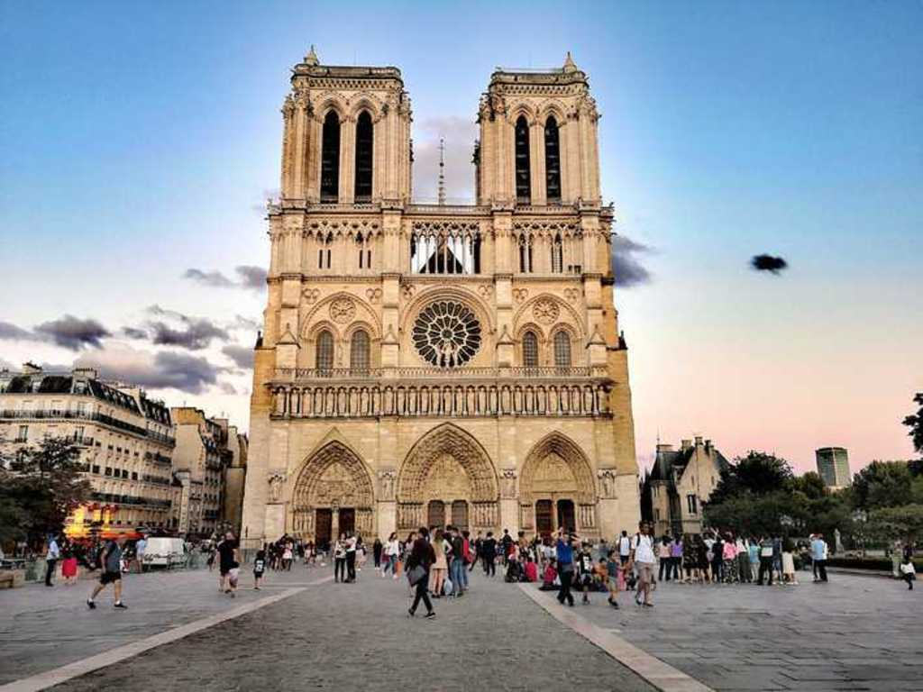 https://elsol-compress-release.s3-accelerate.amazonaws.com/images/large/1555350989279notre-dame.jpg