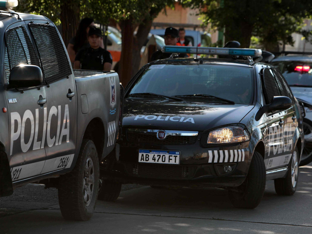 https://elsol-compress-release.s3-accelerate.amazonaws.com/images/large/15563920287761529861139013movil%20policia.jpg