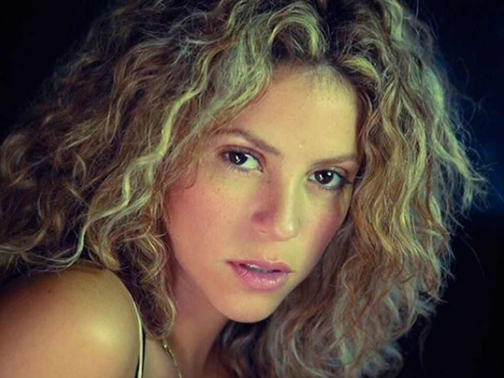 https://elsol-compress-release.s3-accelerate.amazonaws.com/images/large/1569336012034Shakira-p.jpg
