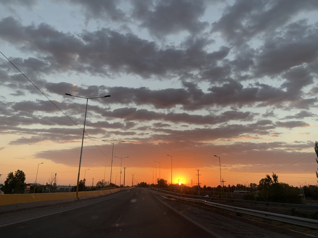 https://elsol-compress-release.s3-accelerate.amazonaws.com/images/large/1573466849343amanecer%20carrodilla.jpg