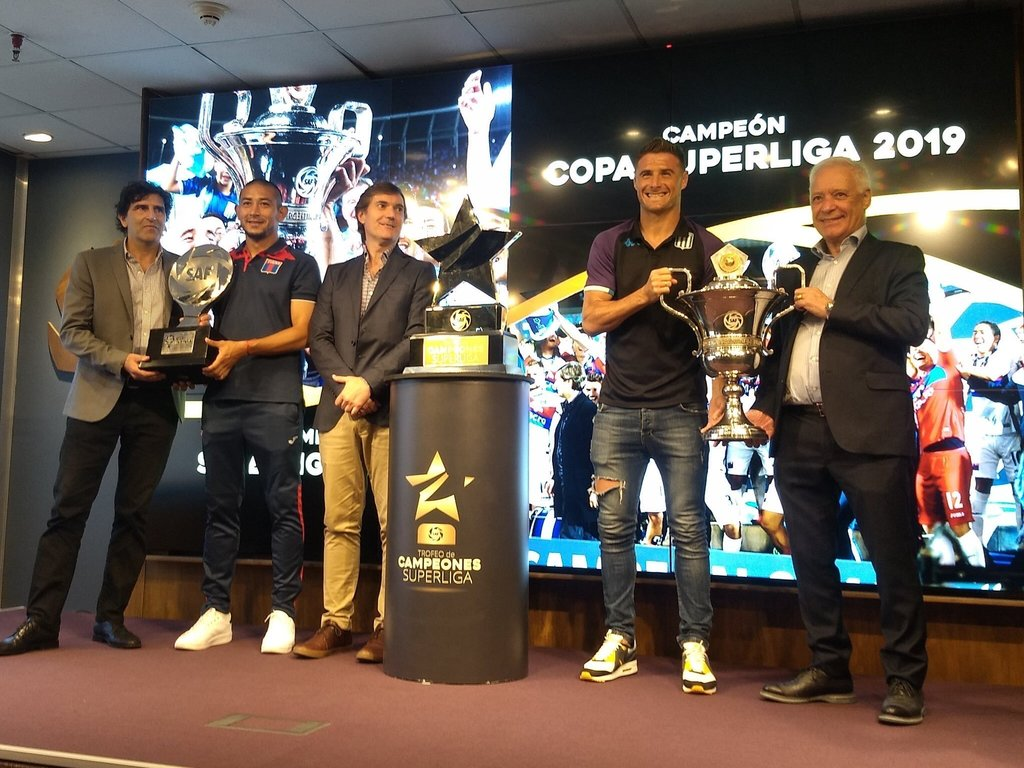 https://elsol-compress-release.s3-accelerate.amazonaws.com/images/large/1574364042360TrofeodeCampeones.jpg