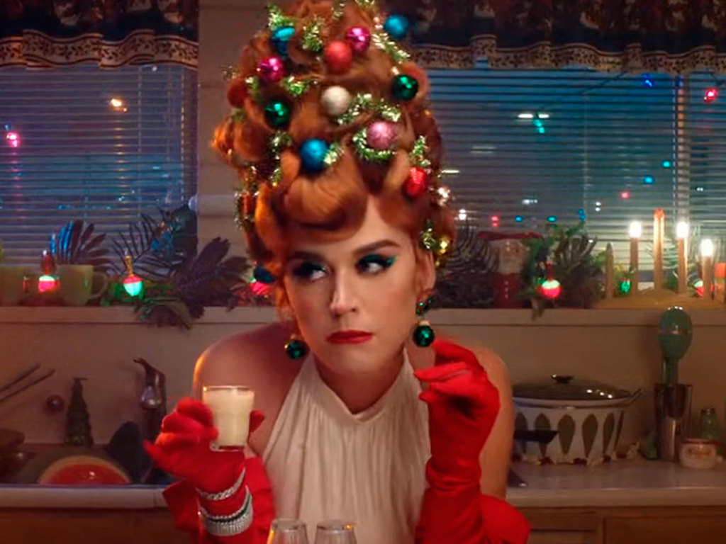 https://elsol-compress-release.s3-accelerate.amazonaws.com/images/large/1575381601710Katy-Christmas.jpg