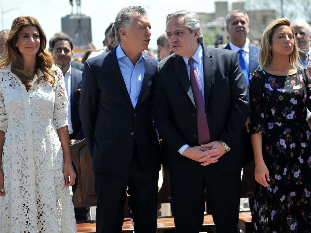 https://elsol-compress-release.s3-accelerate.amazonaws.com/images/large/157582398313708-12-2019_buenos_aires_el_presidente_saliente%20(2).jpg
