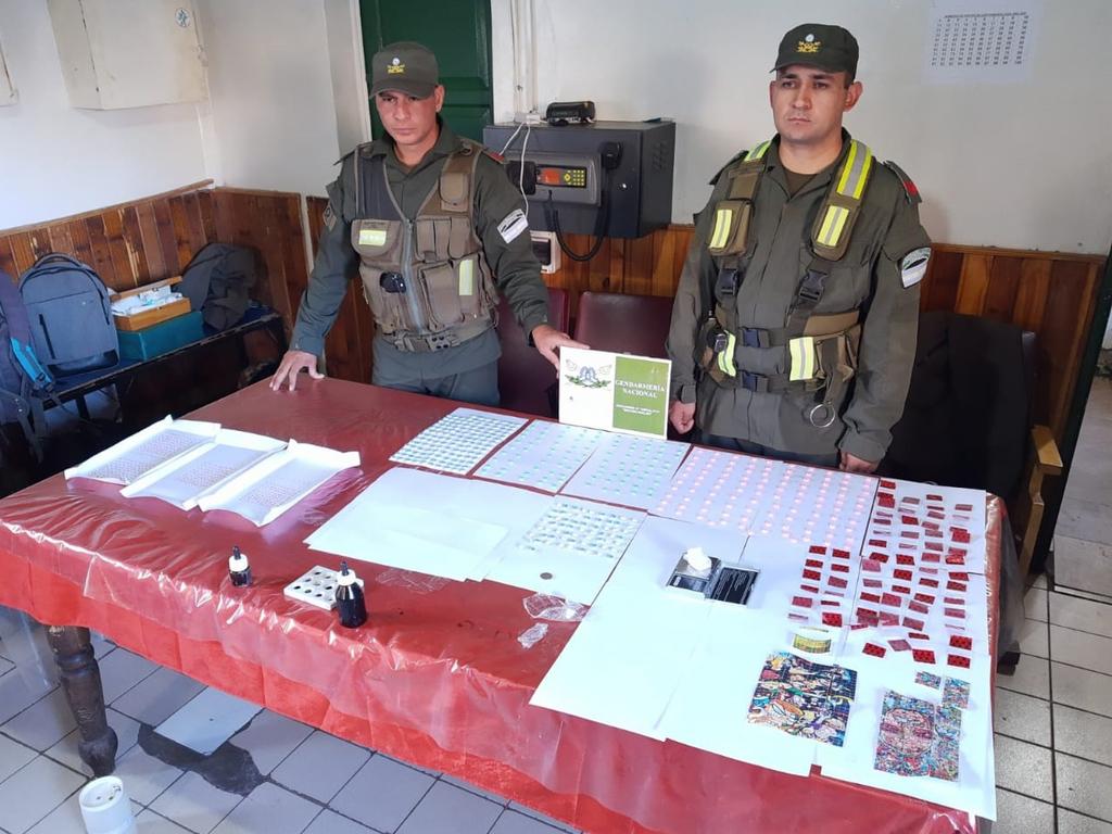 https://elsol-compress-release.s3-accelerate.amazonaws.com/images/large/15827361910701481-Detienen-a-ciudadano-colombiano-con-drogas-de-diseno-entre-sus-prendas-1.jpg