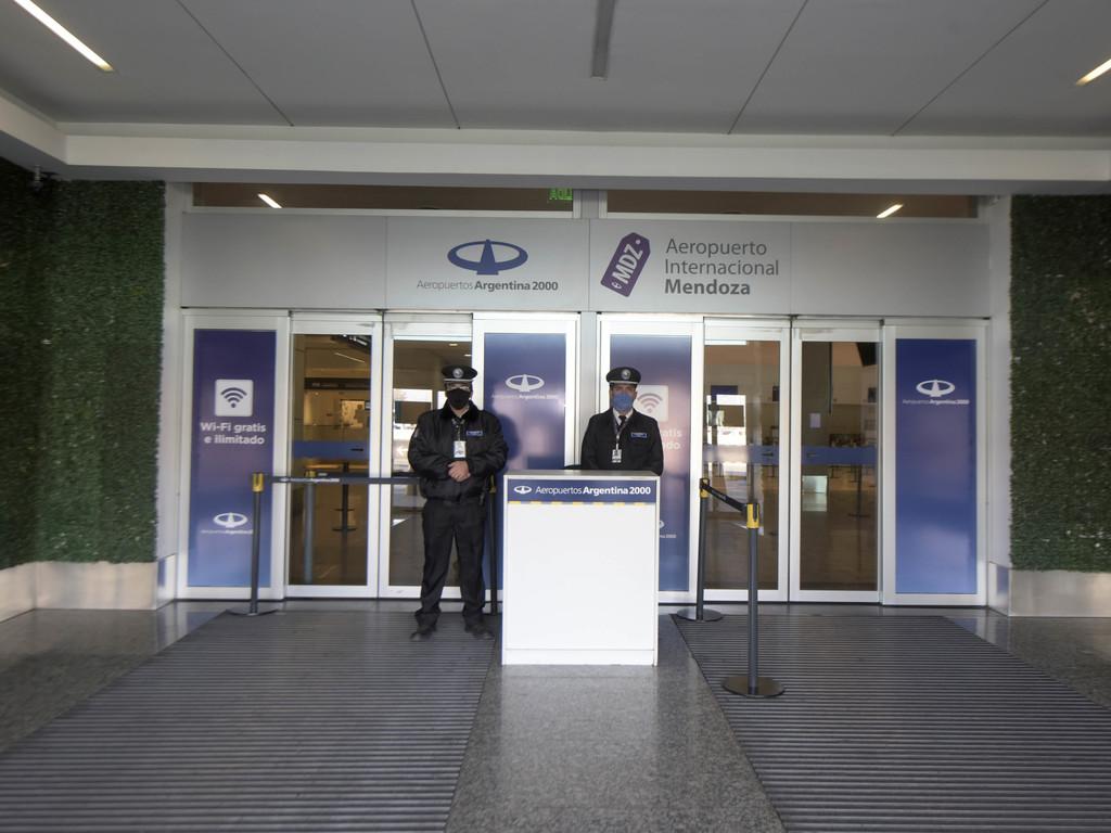 Vuelta de los vuelos: Mendoza espera la resolución de la ANAC - Diario El Sol. Mendoza, Argentina.