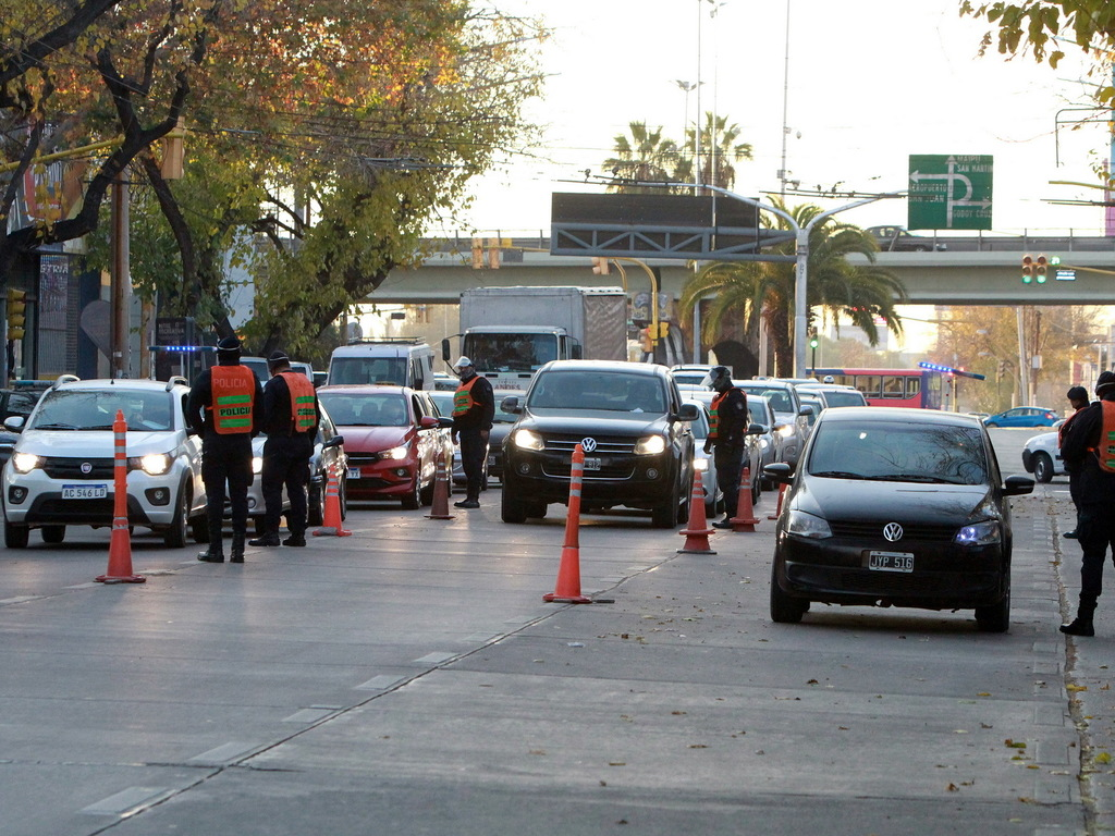 https://elsol-compress-release.s3-accelerate.amazonaws.com/images/large/1596487837125Controles%20policiales%20-%20municipales%20-%20trafico%20(29).jpg