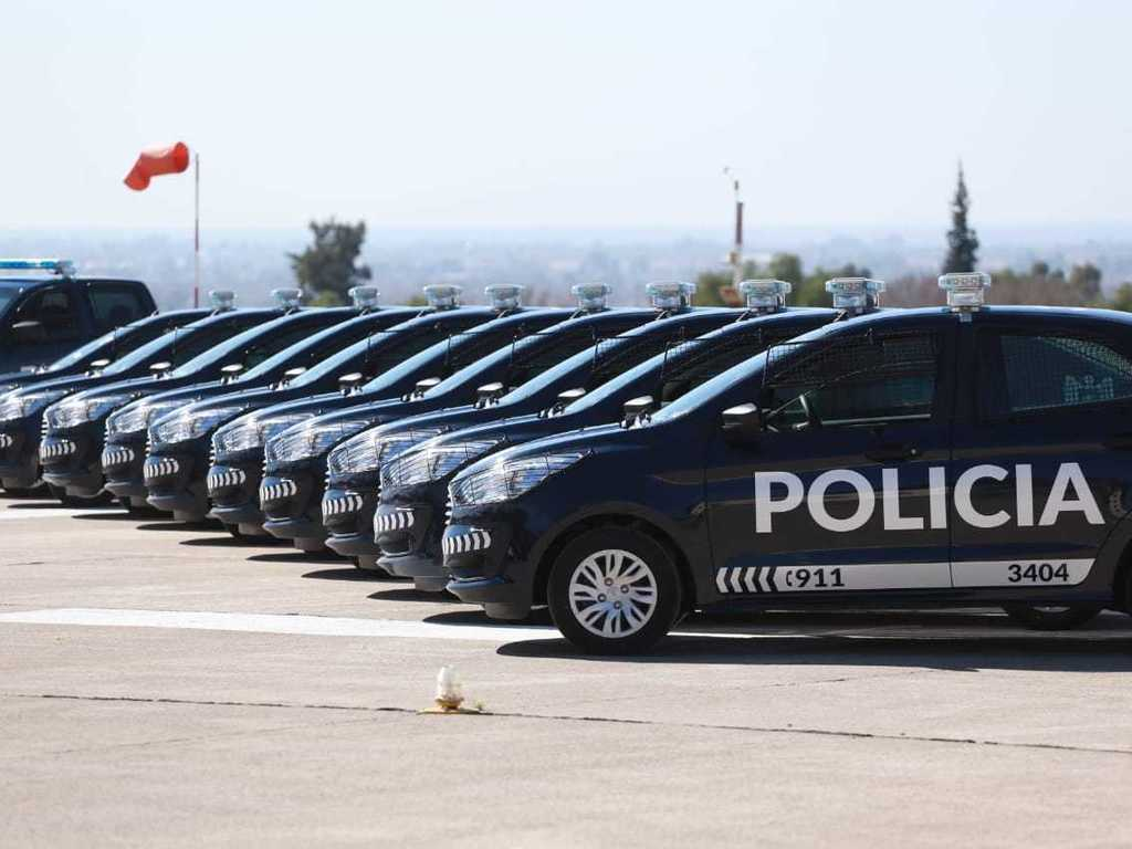 https://elsol-compress-release.s3-accelerate.amazonaws.com/images/large/1596818676856Policia%20de%20Mendoza%20-%20equipamiento%2005.jpg