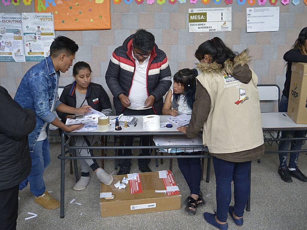 Establecen un protocolo sanitario para que voten bolivianos en Argentina -  Diario El Sol. Mendoza, Argentina.