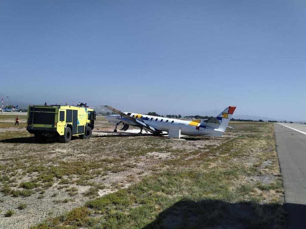 Despiste: no podrán mover el avión hasta que lleguen los inspectores -  Diario El Sol. Mendoza, Argentina.