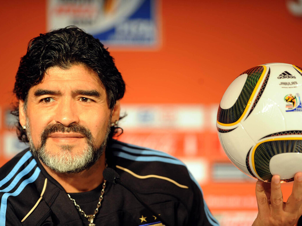 https://elsol-compress-release.s3-accelerate.amazonaws.com/images/large/1606386743783Maradona.jpg