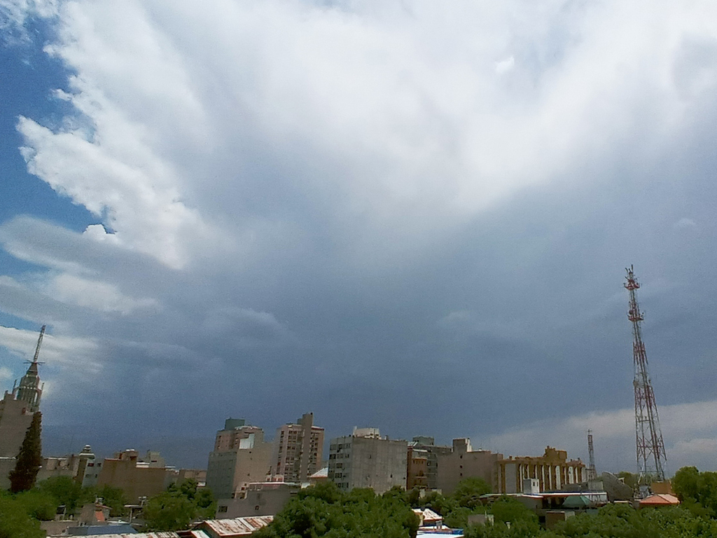 https://elsol-compress-release.s3-accelerate.amazonaws.com/images/large/1608831304086Tormenta%20-%20Lluvia%20-.jpg