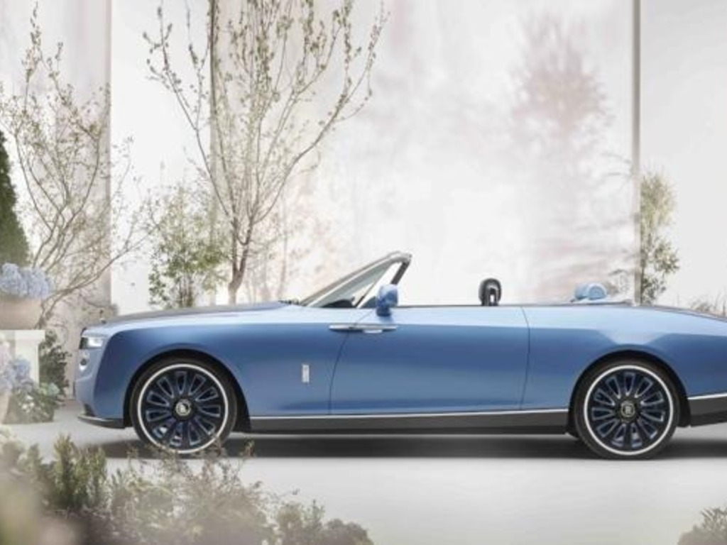 https://elsol-compress-release.s3-accelerate.amazonaws.com/images/large/1622722199739Rolls%20Royce%20Boat%20Tail%2004.jpg