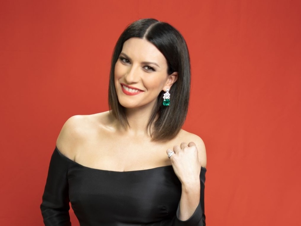 https://elsol-compress-release.s3-accelerate.amazonaws.com/images/large/1626867743139Laura%20Pausini.jpg