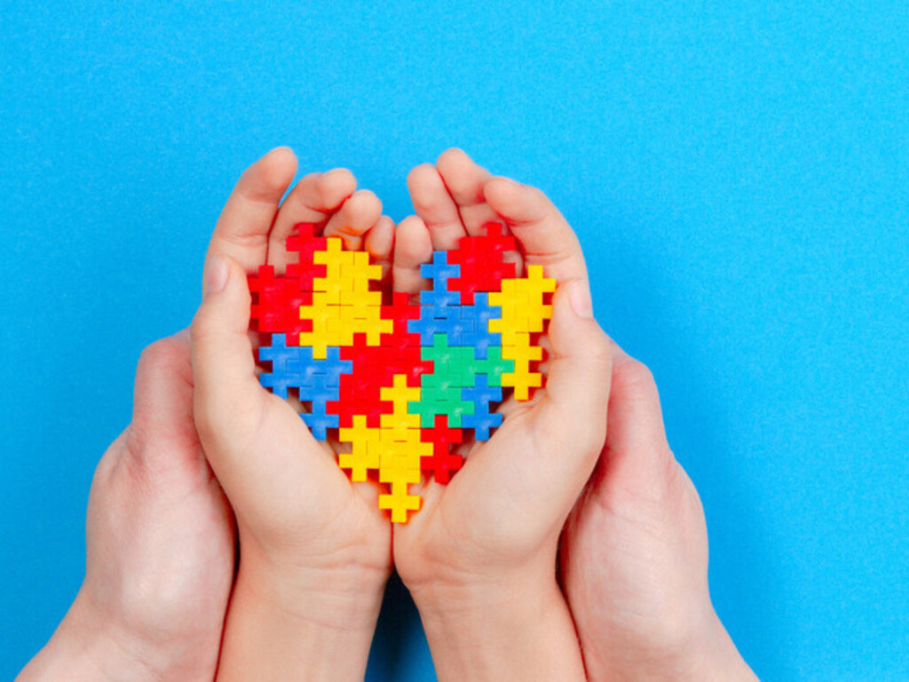 https://elsol-compress-release.s3-accelerate.amazonaws.com/images/large/1627750616945heart-and-puzzle-pieces-autism.jpg