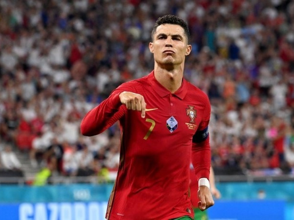 https://elsol-compress-release.s3-accelerate.amazonaws.com/images/large/1630533344686CristianoRonaldo.jpg
